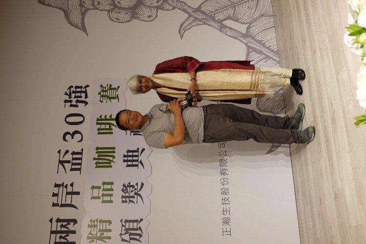 主審特別獎則頒給來自雲南的斑馬莊園(左)。記者黃仕揚/攝影