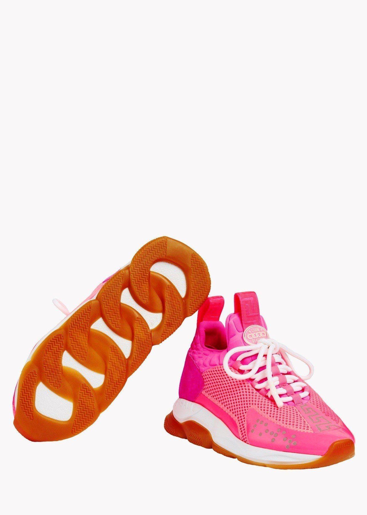 Cross Chainer螢光紅運動鞋,主打鍊飾狀鞋底,26,500元。圖/Ve...