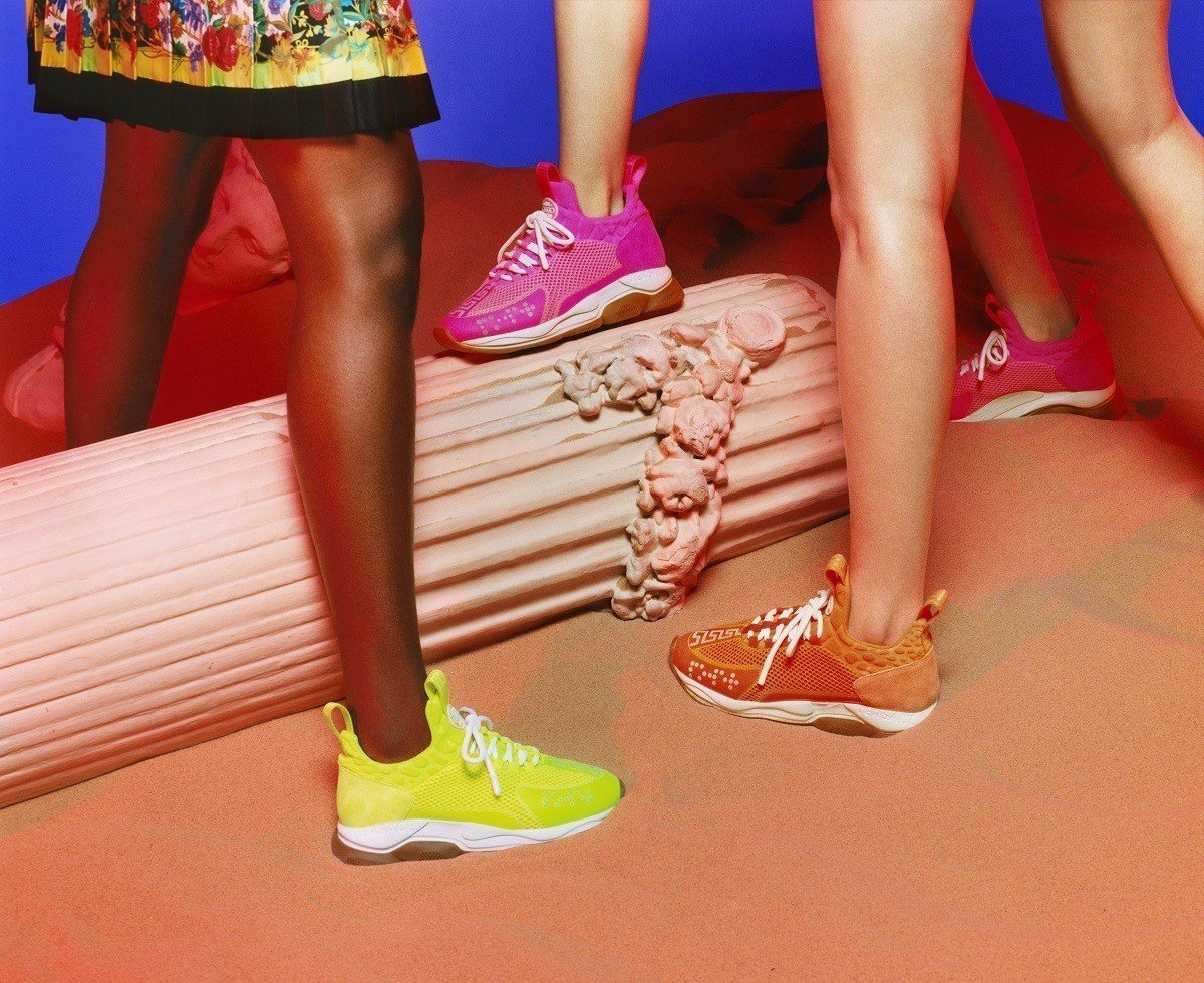 Versace 2019 春夏主打鞋款Cross Chainer運動鞋系列,售價...