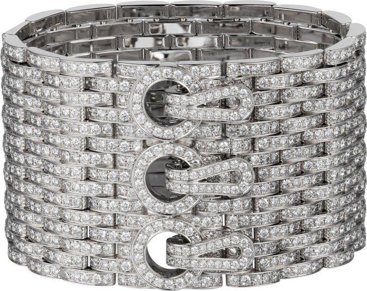 蒂妲絲雲頓配戴的Agraffe de Cartier系列手環,白金鑲嵌鑽石,85...