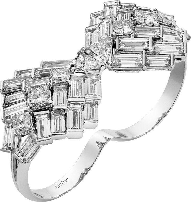 蒂妲絲雲頓配戴的Reflection de Cartier系列戒指,白金鑲嵌鑽石...