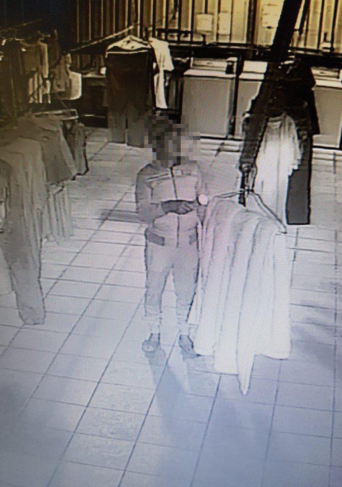 周男長期偷竊中正大學女學生衣物,地方社團網友將監視畫面貼在社團群組,提醒小心「內...