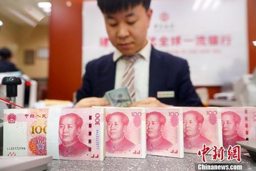 中國人民銀行(大陸央行)今天公告,已在香港成功發行兩期人民幣央行票據。中新社資料...