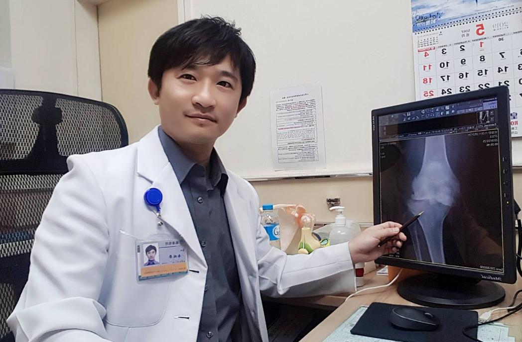 骨科醫師朱柏榮表示,因膝關節退化得接受人工膝關節置換術者,多在60歲以上,不過該...