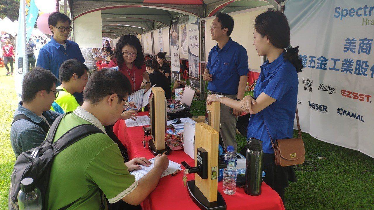 今天登場的就業博覽會有2500個職缺。記者李京昇/攝影