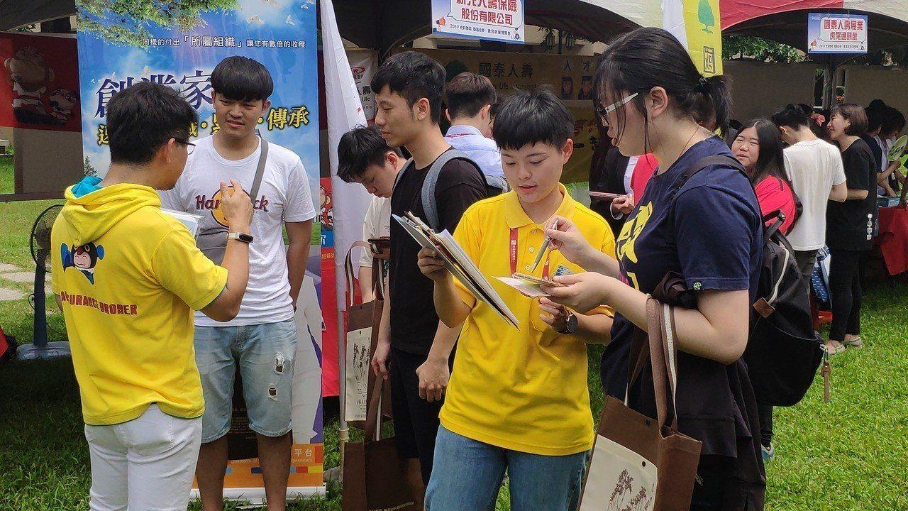 虎尾科技大學與勞動部勞動力發展署雲嘉南分署今天舉辦就業博覽會。記者李京昇/攝影