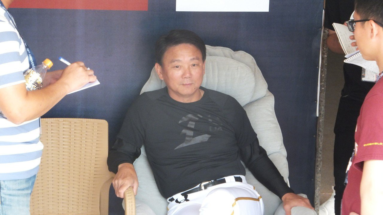 猿隊總教練洪一中強調,是否接任12強賽總教練,最後要看公司的態度。記者藍宗標/攝...