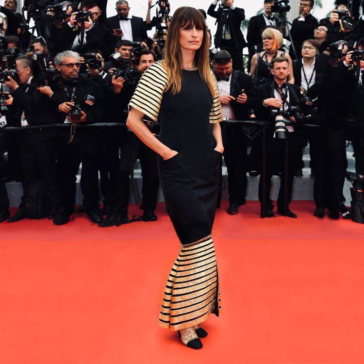 香奈兒大使卡洛琳德麥格雷特在坎城開幕紅毯上,穿了香奈兒2018/19巴黎-紐約工...