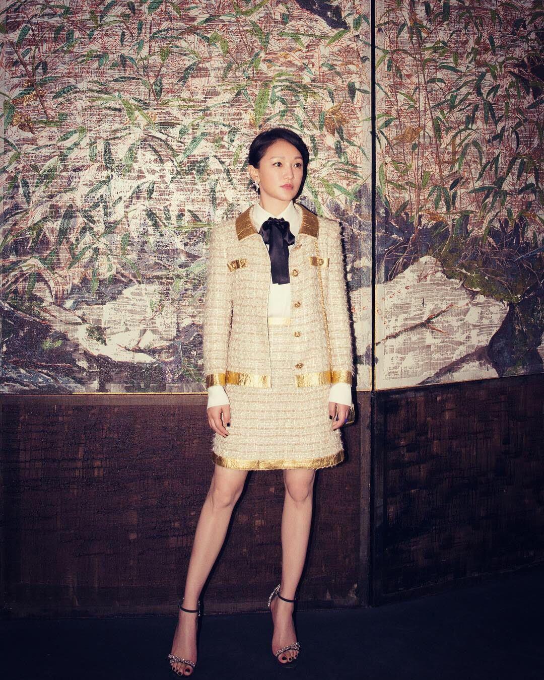 周迅也穿香奈兒2018/19巴黎-紐約工坊系列服裝。圖/香奈兒提供