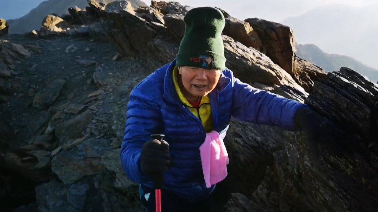 88歲的電子公司董事長陳輝堂去年確診罹癌第四期,經1年多接受治療和不斷登山健走運...
