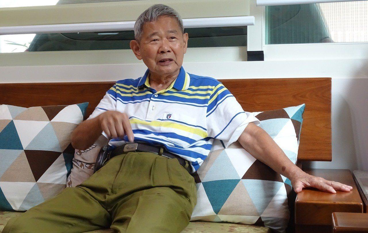彰化縣88歲的電子公司董事長陳輝堂,侃侃而談以樂觀的心態克服罹癌四期的悲觀心情,...