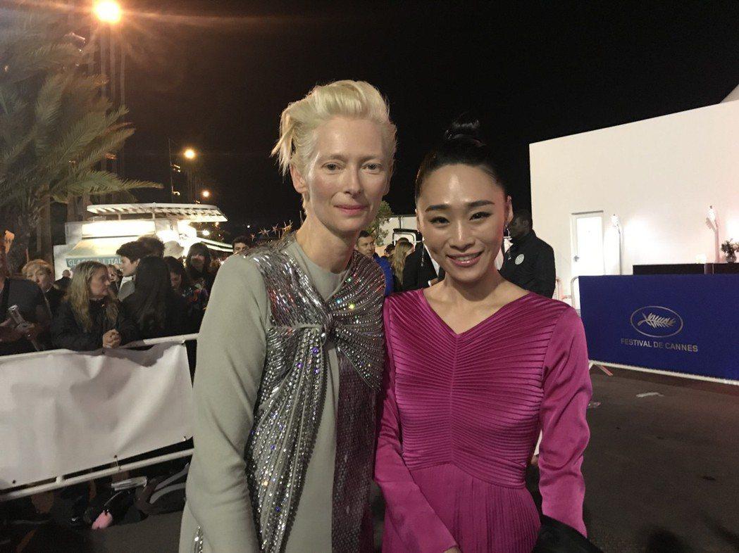 吳可熙與蒂妲史雲頓在坎城影展官方晚宴上開心相會。圖/岸上影像提供