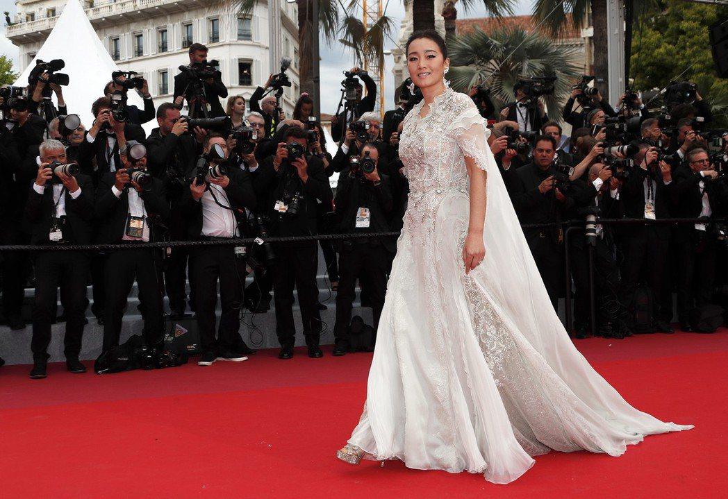 鞏俐是坎城影展紅地毯上永遠的華人女王。圖/歐新社