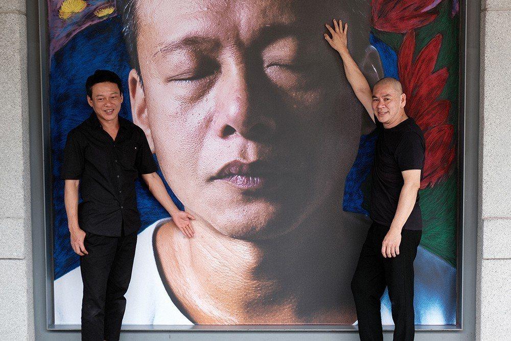 蔡明亮展示李康生的臉為主題之畫作。圖/汯呄霖提供