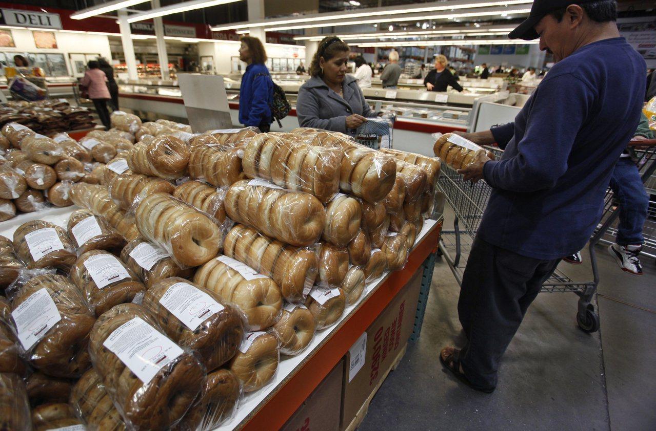 CNBC報導,好市多每組商品的數量很多,所以要在食物變質前把所有食物吃完。美聯社
