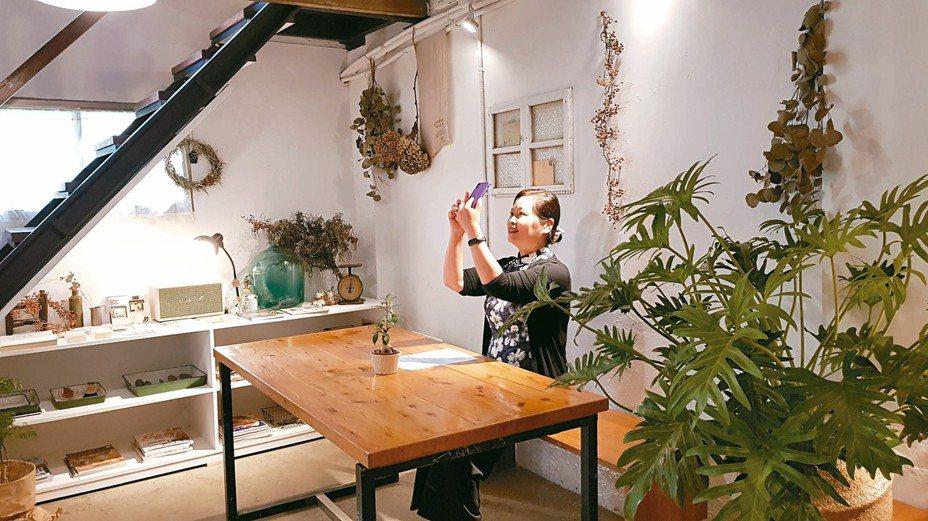 Ça va小日和咖啡去年獲老屋活化經營補助,紅磚木造的老房子改造成明亮溫馨的空間。 記者黃瑞典/攝影