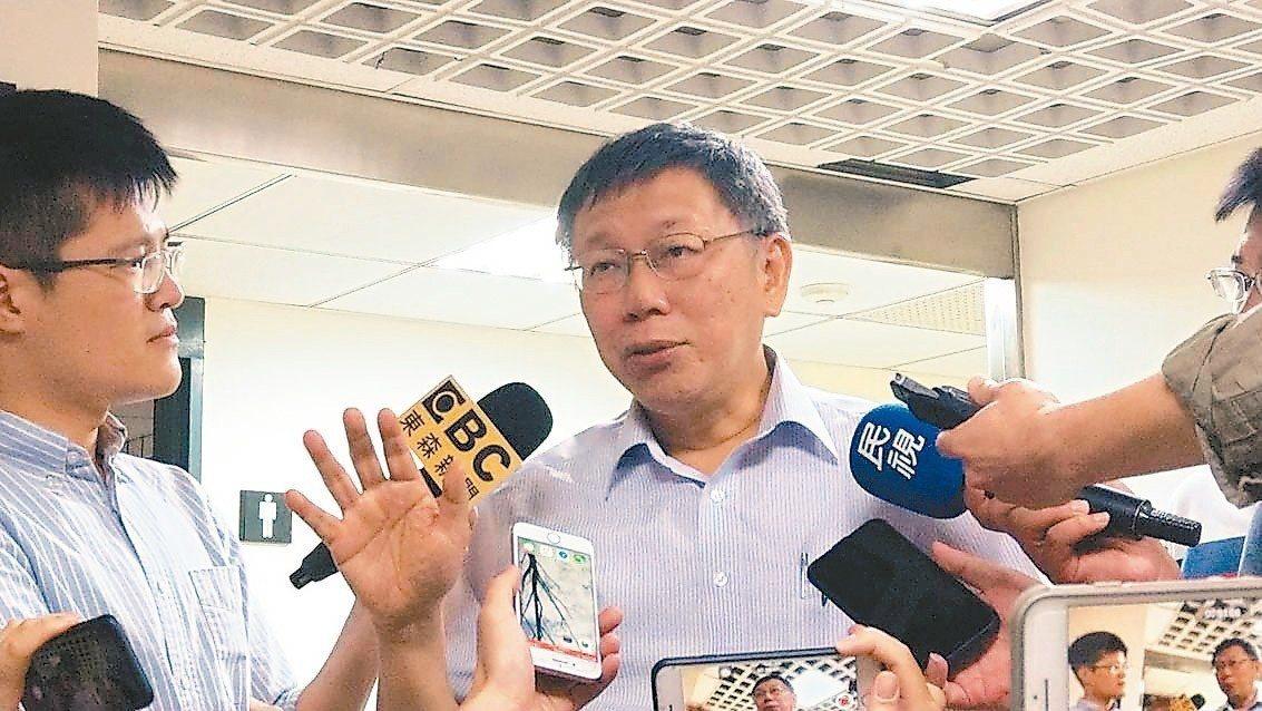台北市長柯文哲昨至市議會向民進黨黨團報告年度重大施政和重要法案。 記者楊正海/攝...