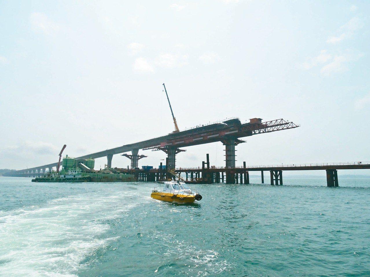 金門大橋正如火如荼趕工,目前預定進度42.89%,實際進度41.69%。記者蔡家...