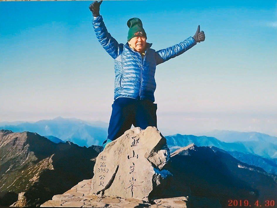 彰化縣88歲罹癌的電子公司董事長陳輝堂,4月30日成為玉山國家公園管理處認證的玉...