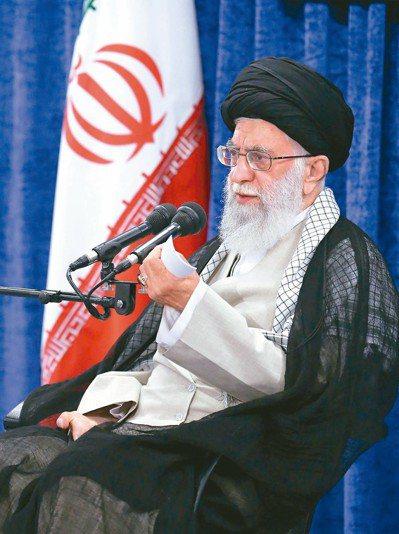 伊朗指控美國進行「危險的遊戲」,圖為伊朗最高領袖哈米尼。 (歐新社)