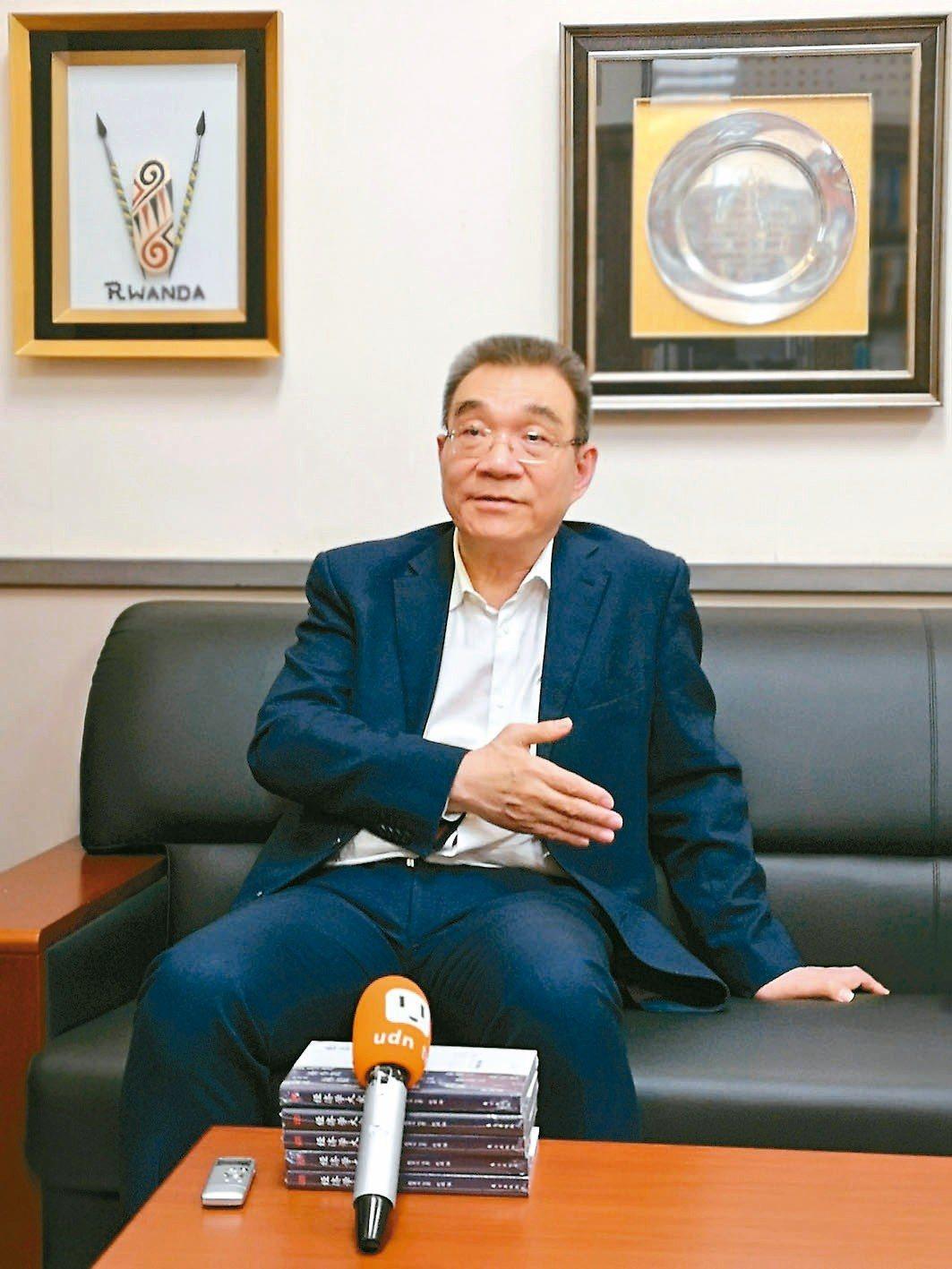 北大經濟學家林毅夫談及當年叛逃經過,一度眼眶變紅、哽咽無語。 記者賴錦宏/攝影