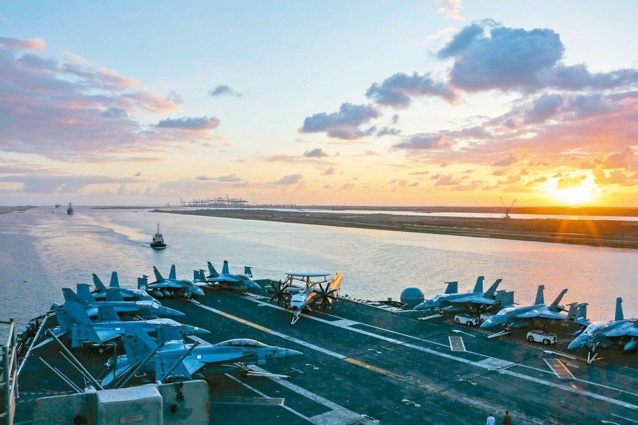美國政府宣稱接獲情資,伊朗可能攻擊中東地區美軍,因此在波灣部署林肯號航母打擊群,...