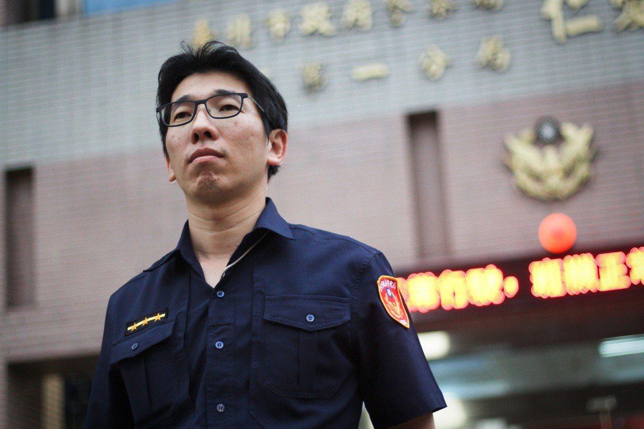 警員張凱智從警接近十二年,目前任職於台北市中正第一警分局仁愛路派出所。 記者李隆...