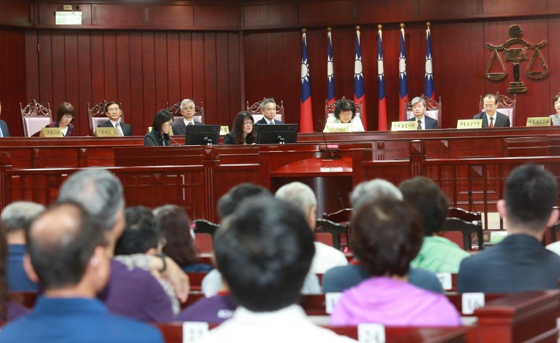 公教年改釋憲案昨天於憲法法庭召開說明會,由司法院長許宗力主持。 記者黃義書/攝影