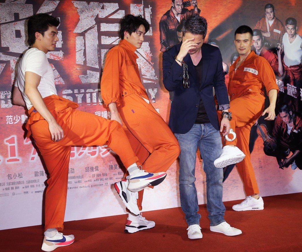 林哲熹、范少勳及JR紀言愷在電影《樂獄》首映會中腳踢導演孫啟明報一箭之仇。記者徐...
