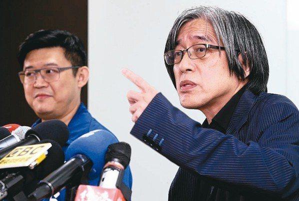 網路家庭董事長詹宏志(右) 記者胡經周/攝影