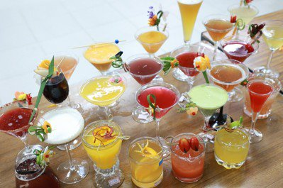 所有參賽選手須調製3杯酒供評審品嚐,除口感外更要求流暢快速、具美感,評審將依技術...