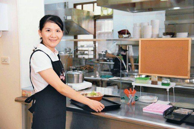 勞動部微型創業鳳凰貸款計畫,輔導許多婦女創業。 本報資料照片