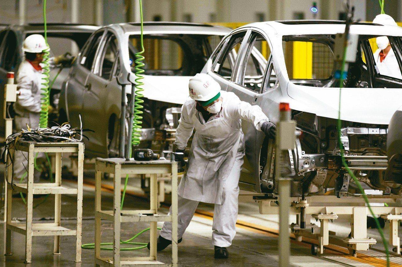 美國總統川普打算延後對歐盟進口汽車加徵關稅,另外,美國對加拿大、墨西哥課徵的鋼鋁...