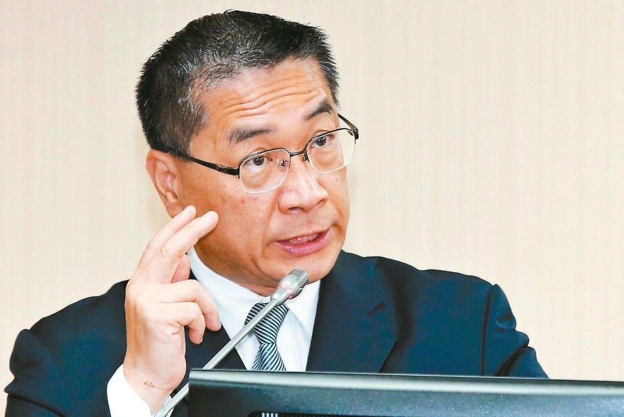 內政部長徐國勇上午到立法院內政委員會就「數位身分證之規劃、功能與經費」進行專題報...