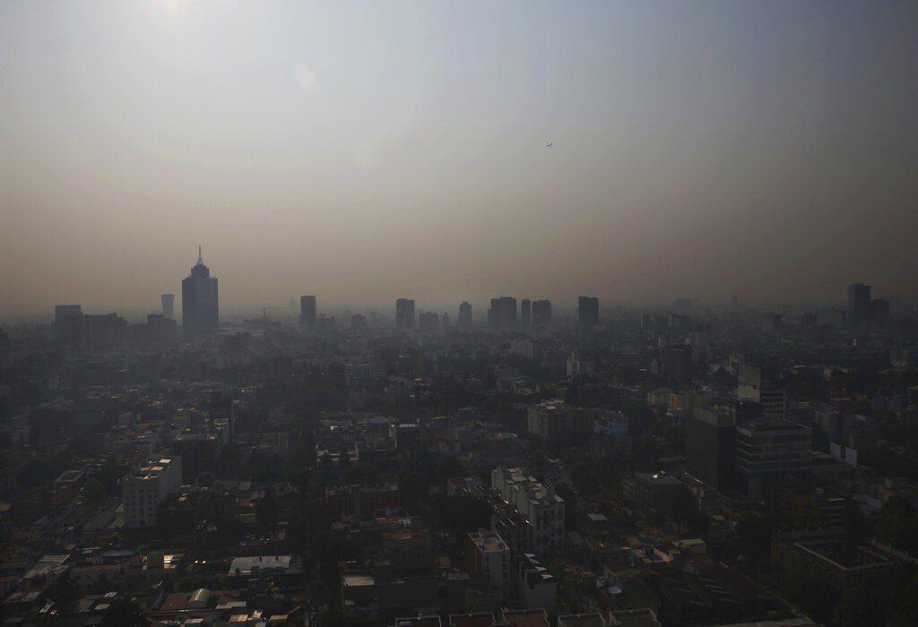 墨西哥因為空汙嚴重,當局下令停課。 美聯社