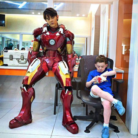 汪東城一直是鋼鐵人的鐵粉,最近他上節目「天天向上」把自己打扮成鋼鐵人的模樣,還與目前在大陸受歡迎的「假笑男孩」(Gavin Thomas)同框,畫面相當有趣。15日汪東城在社群網站上曝光了一段影片,...