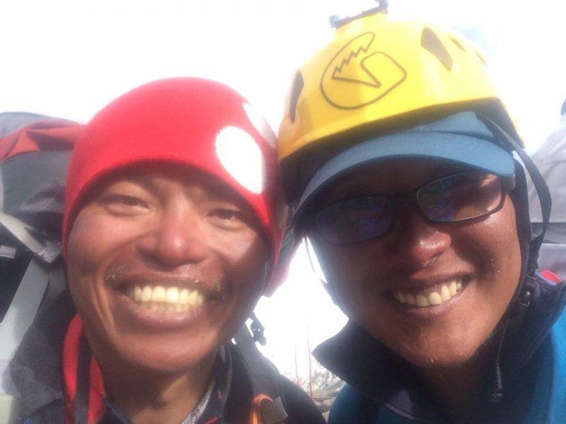 左為呂忠翰(阿果)、右為張元植,兩人為全人中學的學長學弟,也一同攀登多座八千米巨...