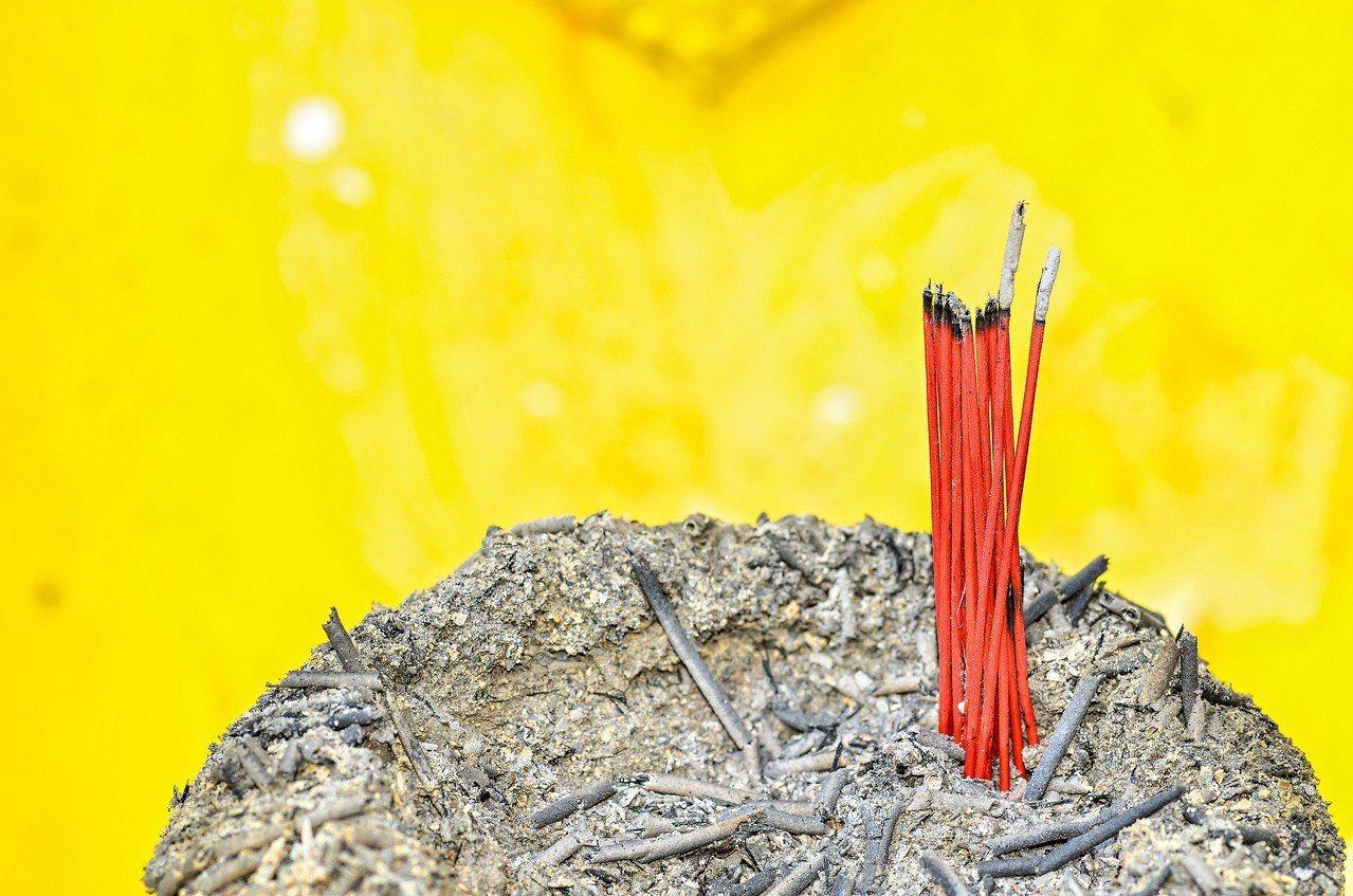 燒香拜拜,在台灣社會十分普遍。圖/ingimage