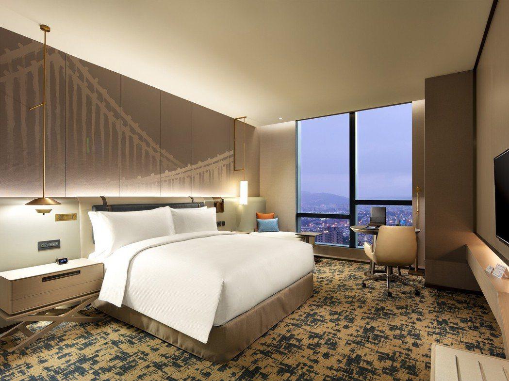 台北新板希爾頓客房一大床窗景。台北新板希爾頓酒店/提供