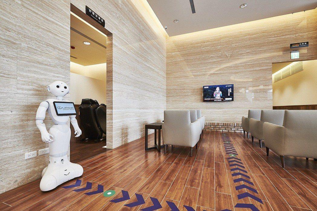 LEXUS士林據點創新導入Pepper移動點餐桌邊服務。 圖/和泰汽車提供