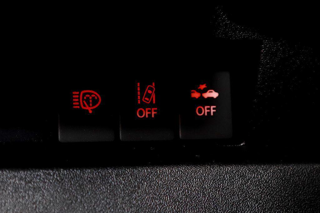 除DSBS雙感知器剎車輔助系統、車道偏離警示系統外,6具防護氣囊、TPMS胎壓偵...