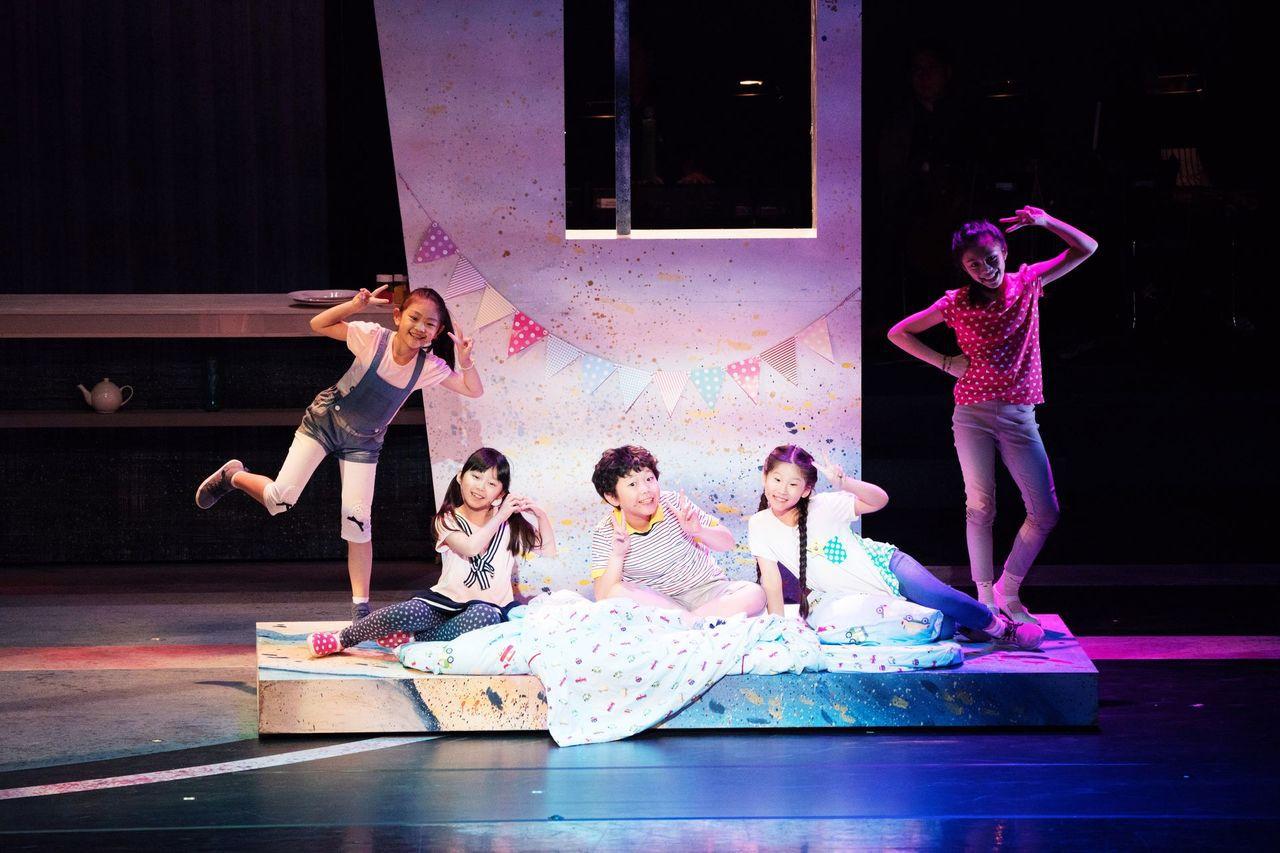 《我的媽媽是ENY?》啟用多名小演員,讓孩子在專業劇場演出中學習負責與成長。(2...