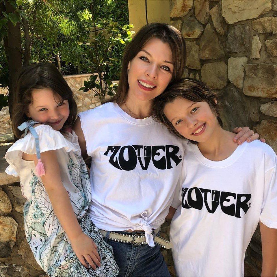 蜜拉喬娃薇琪為了兩個女兒而堅強。圖/摘自Instagram