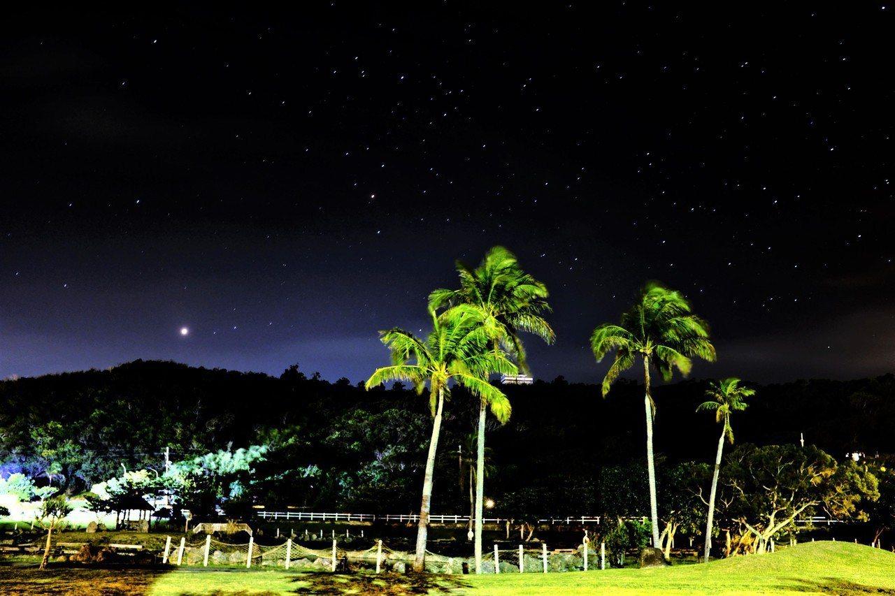 台灣星空守護聯盟在少光害、空氣品質佳屏東縣滿州鄉,為台灣首座經國際認證的「星野村...
