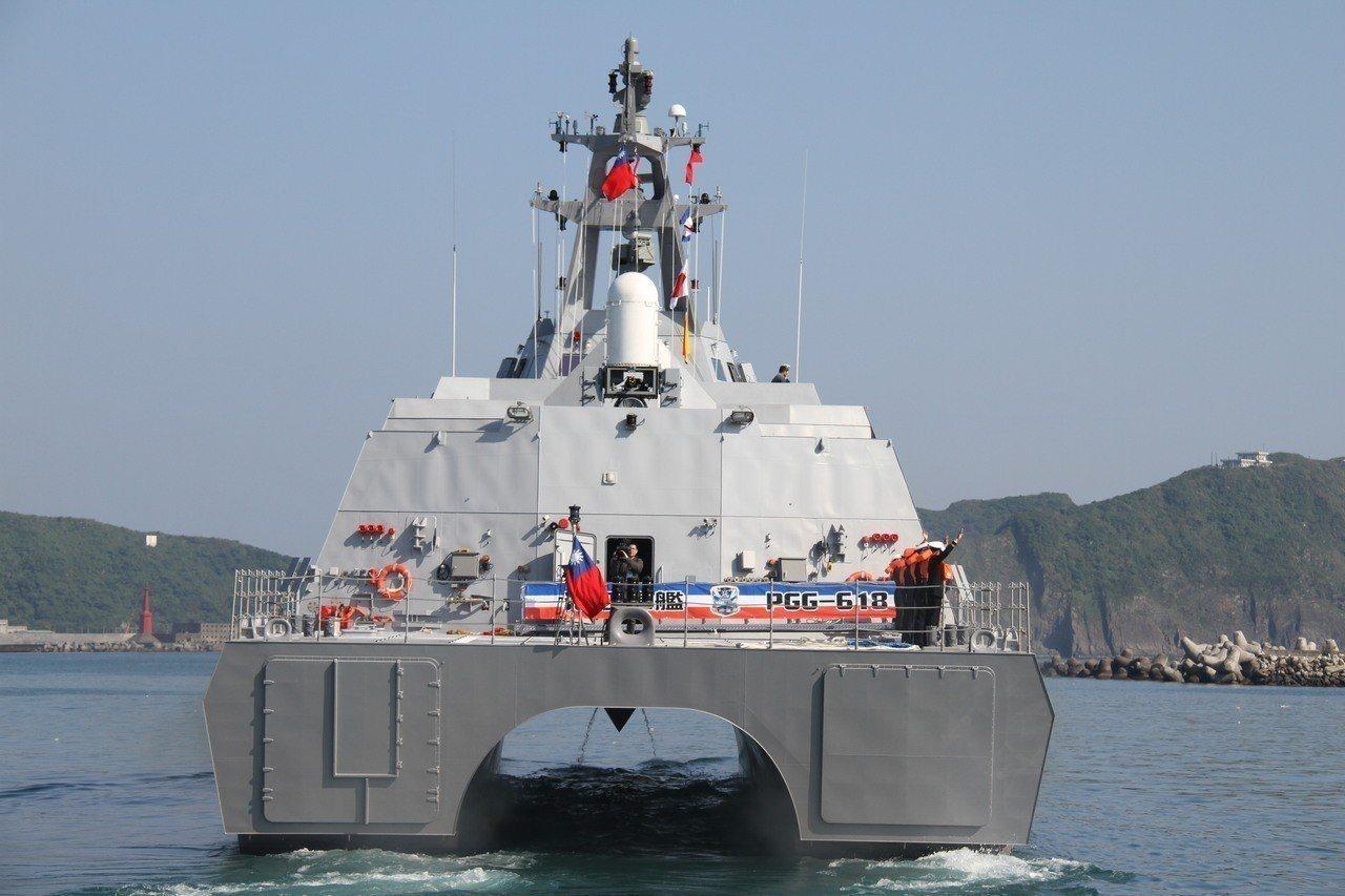 海軍上午在立法院表示,新版沱江艦火力包括8枚雄二、4枚雄三、16枚海劍二飛彈,足...