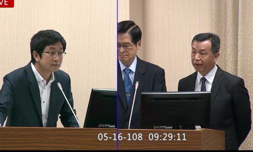而對於蘇揆指示籌備的「救災裝」,國防部發言人陳中吉(右)昨日表示,國防部接奉相關...