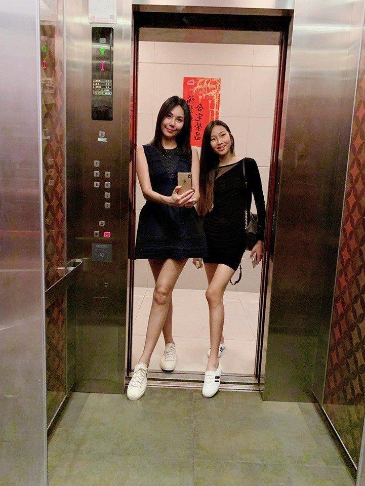 洪曉蕾(左)和愛女Dora。圖/摘自臉書