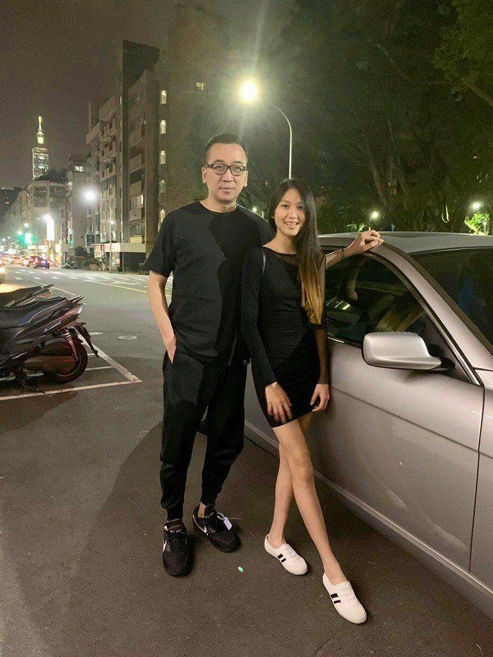 王世均(左)和愛女Dora。圖/摘自臉書