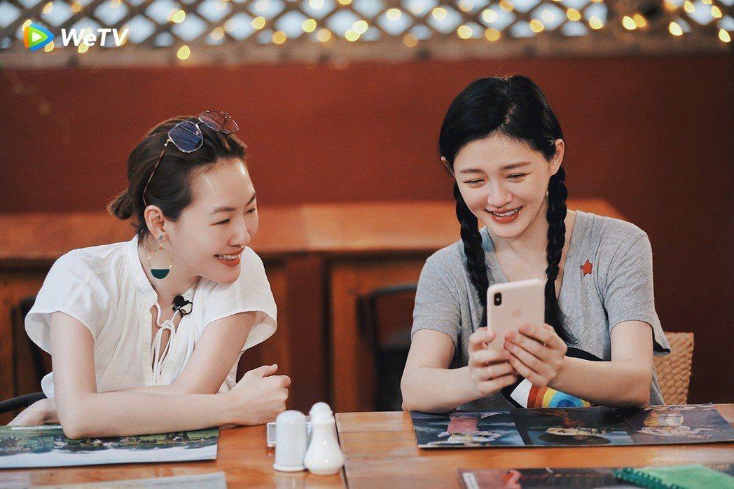 大S(右)與小S在「我們是真正的朋友」討論行程。圖/WeTV提供