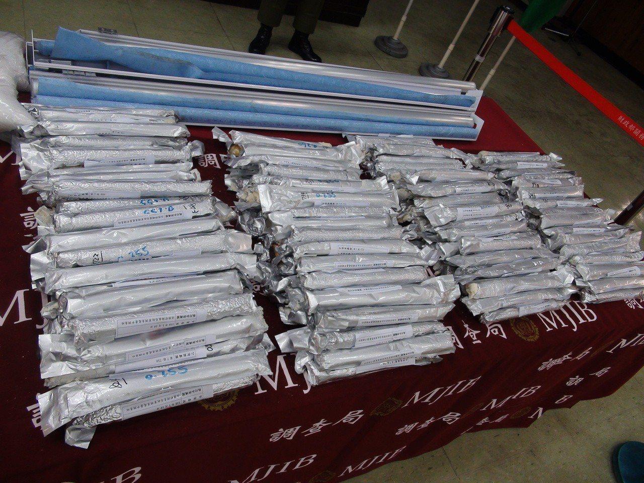 一批來自越南的K他命毒品夾藏於窗簾鋁桿內,經清查共重305.2公斤,市價高達3億...